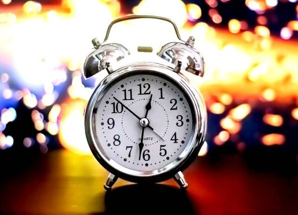 5 Reasons To Use An Online Time Clock Instead of Physical Time Cards